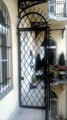 ajtórács piskóta biztonsági rács mintával