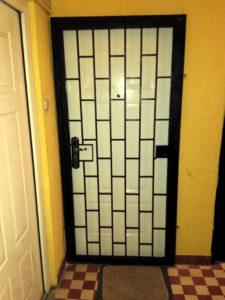 Ajtórács lakás bejárati ajtóra