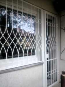 egyedi-biztonsági-ablakrács-3