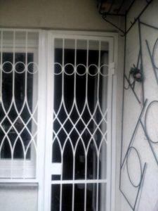 egyedi-biztonsági-ajtórács-1