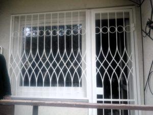 egyedi-biztonsági-ajtórács-2